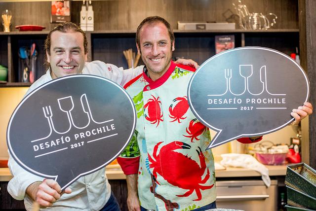 Los destacados chef Mikel Zulueta y Cristián Correa estuvieron a cargo de la coordinación del encuentro y de evaluar las preparaciones de los improvisados cocineros.