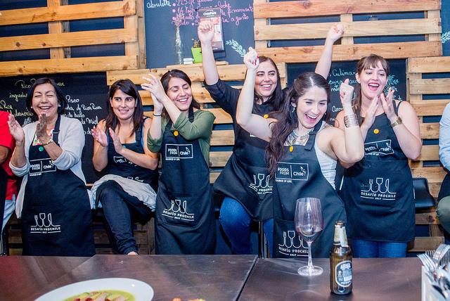El entusiasmo y camaradería destacaron en este Cooking Show que ProChile organizó para mostrar a periodistas nacionales y extranjeros la oferta exportable  de alimentos y bebidas de nuestro país.