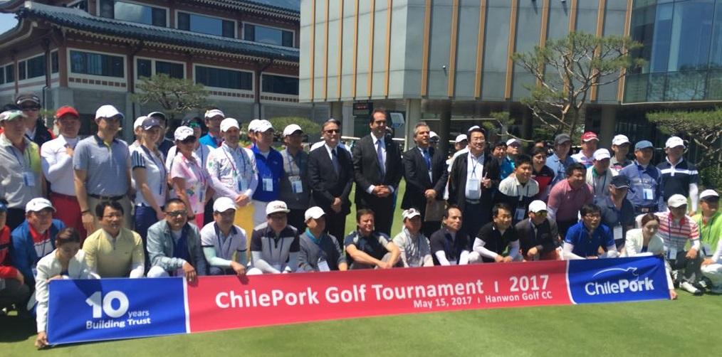 Otra de las actividades que congregó a los importadores coreanos y exportadores chilenos fue el Torneo de Golf ChilePork que permitió a los participantes disfrutar de un momento lúdico y de conversación, en el contexto de estrecha relación comercial que se ha fortalecido desde hace 10 años.