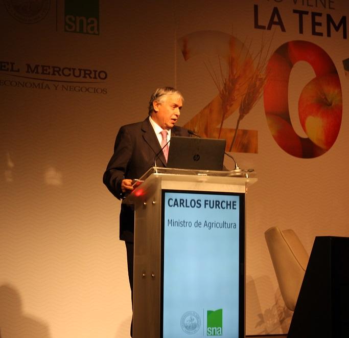 El Ministro de Agricultura, Carlos Furche resaltó que mientras no exista un acuerdo sobre el Estatuto del Trabajador Agrícola, no se enviará el proyecto de ley al Congreso. No obstante, afirmó estar optimista de que sí se logrará un entendimiento.