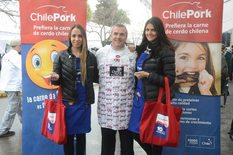 El chef Rodrigo Barañao conquistó a los visitantes que se congregaron en el stand de Coexca, con sabrosas preparaciones en las que la carne de cerdo fue el ingrediente clave.