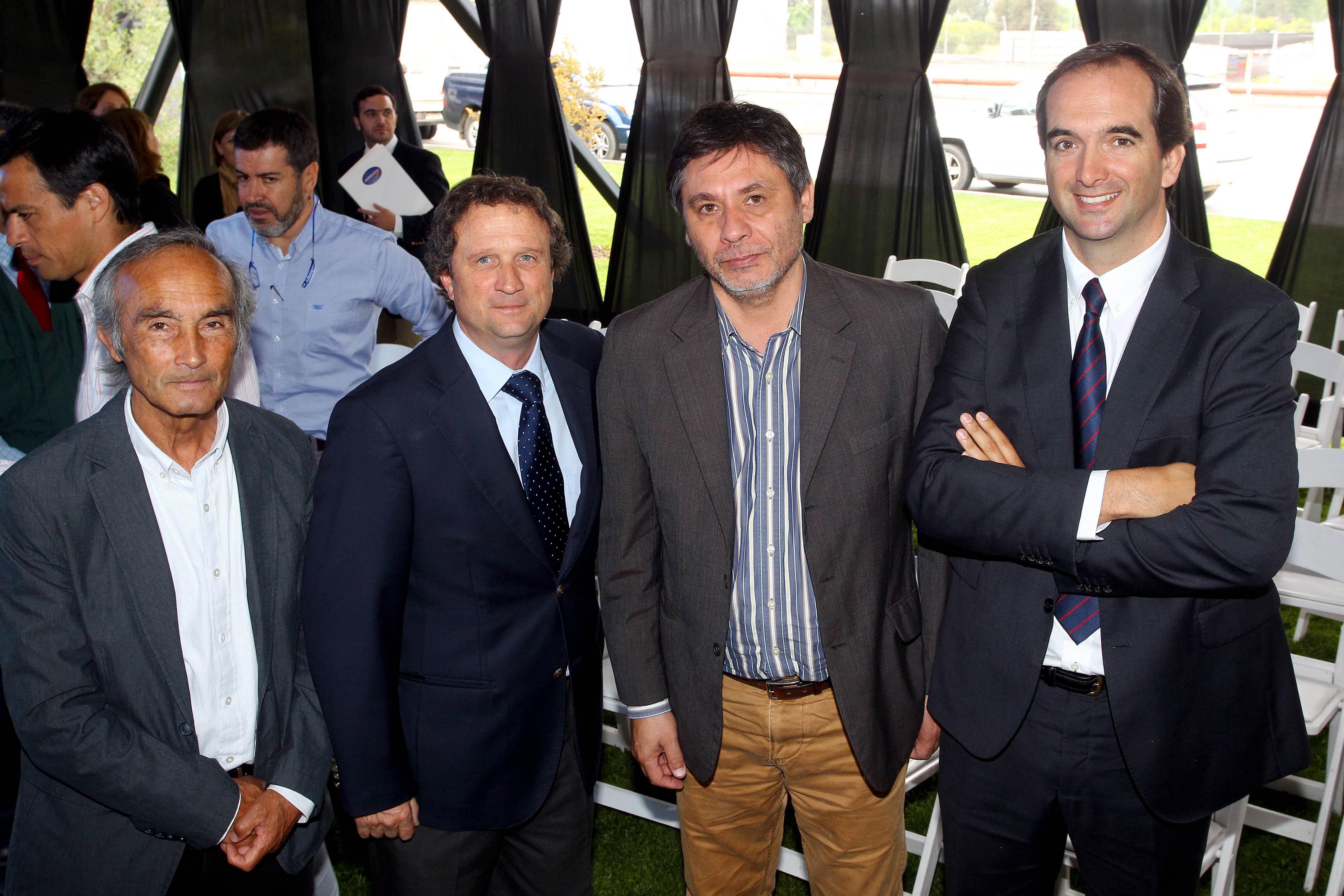De izquierda a derecha: Luis Palacios, Concejal de Doñihue; Rafael Prieto, Gerente de Asuntos Corporativos y Sustentabilidad de Agrosuper; Boris Acuña, Alcalde de Doñihue; y Juan Carlos Domínguez, Director Ejecutivo de ASPROCER.