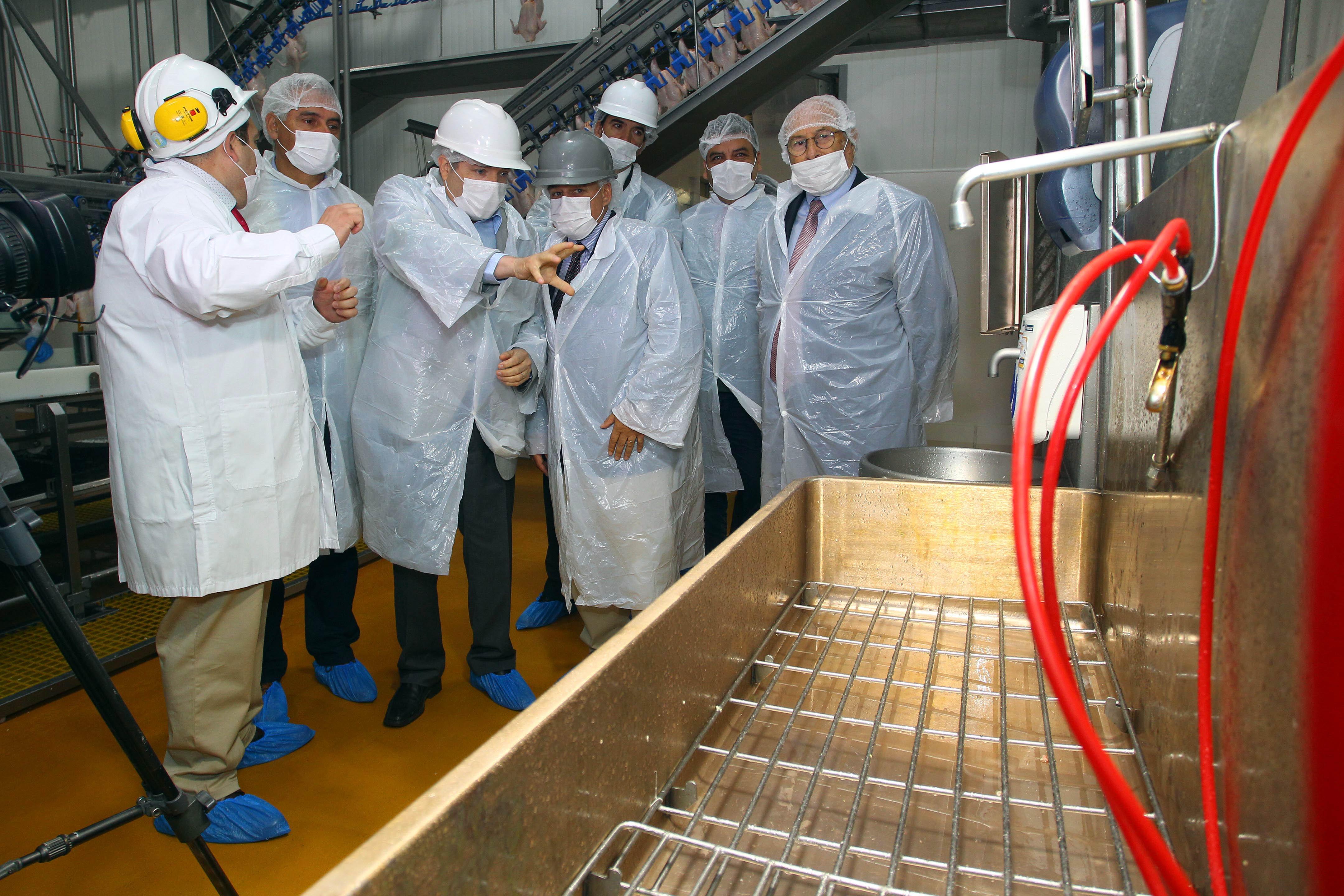 Observando el uso de la tecnología del cobre en la planta procesadora de carnes