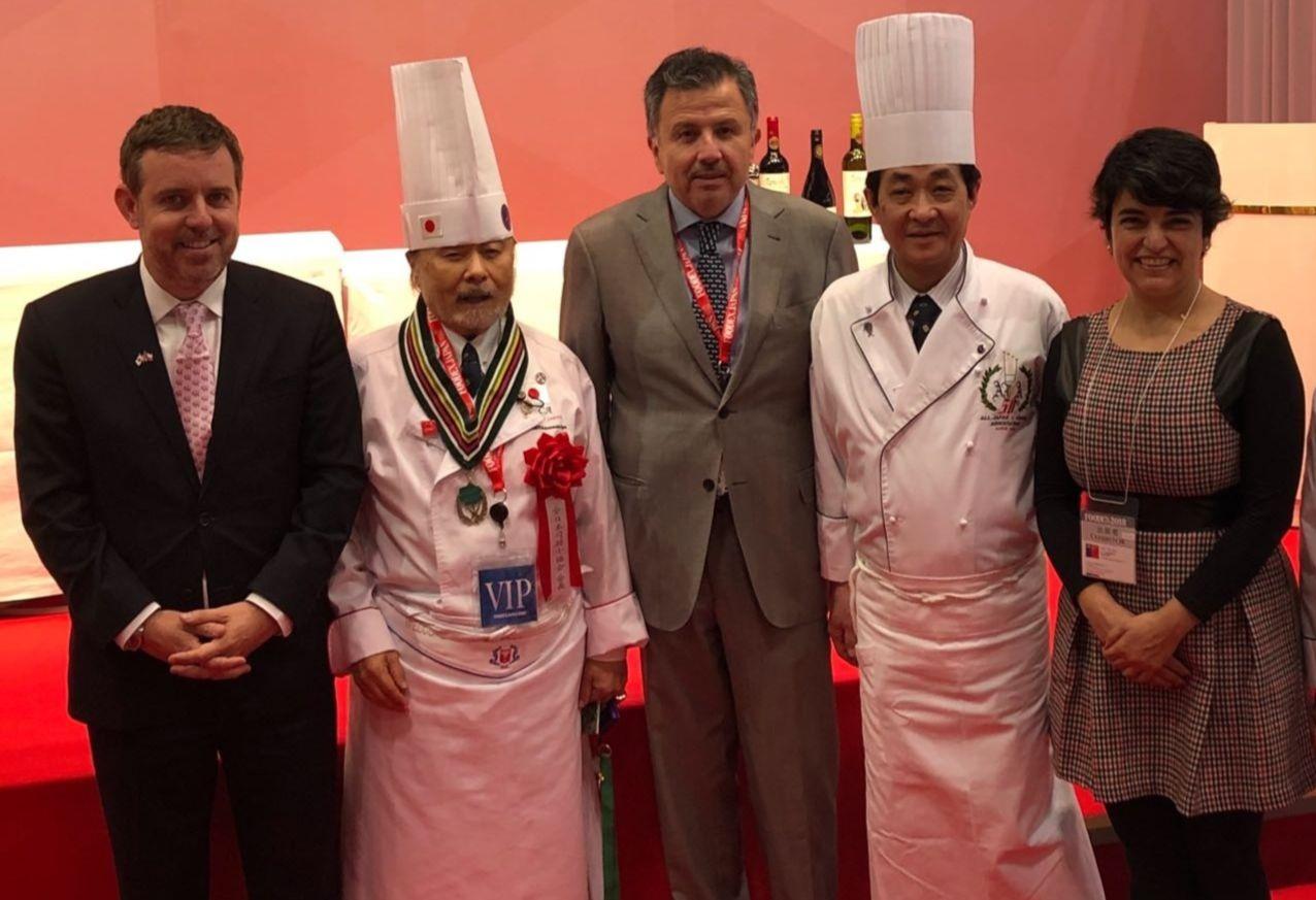 Guillermo García, Gerente General de Coexca; Gustavo Ayares, Embajador de Chile en Japón; Nury Disegni, Agregada Agrícola en Japón.