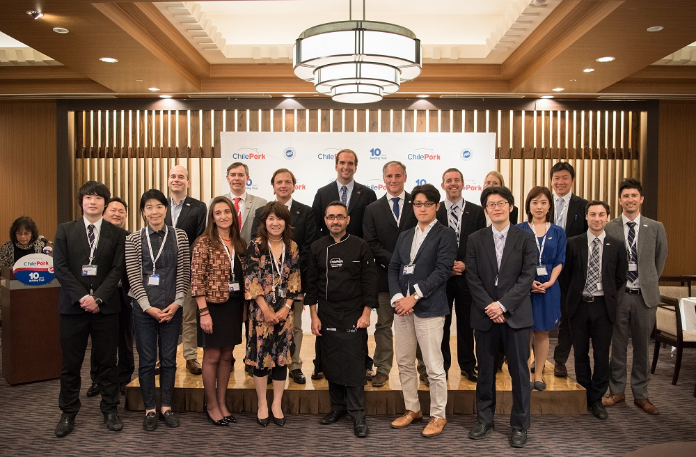 The ChilePork delegation opened their activities in Tokyo with a cooking show for a group of Japanese journalists who specialize in gastronomy and the food industry.